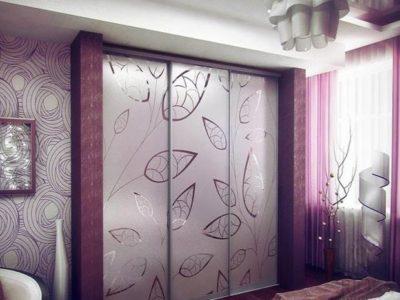 Створки: зеркало серебро матированное с зеркальным рисунком.